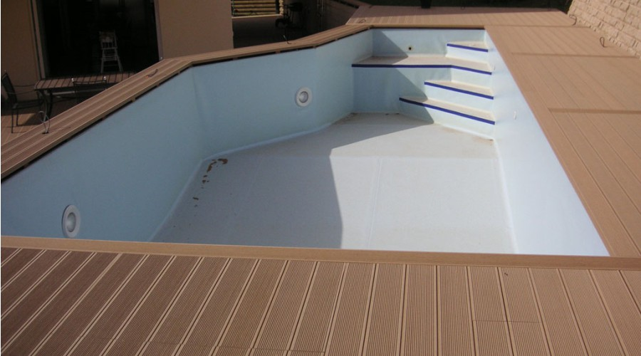 отделка из ДПК около бассейна