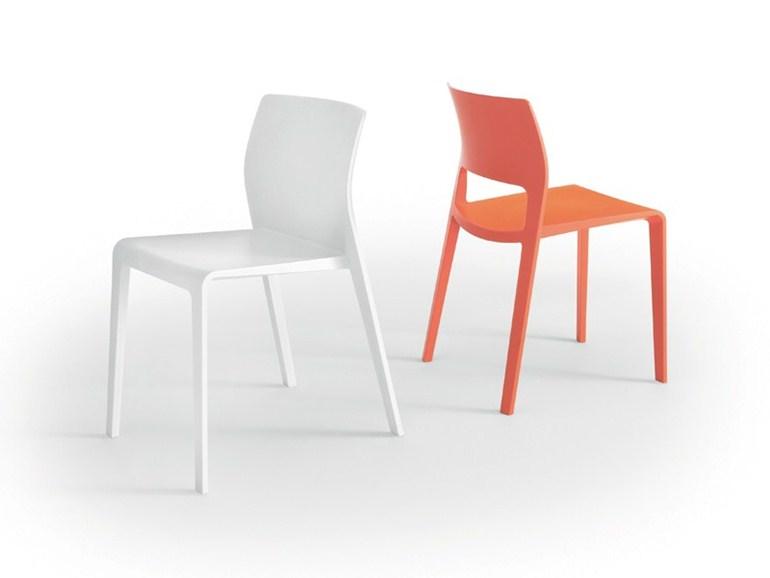 Стул, дизайн James Irvine (2012)