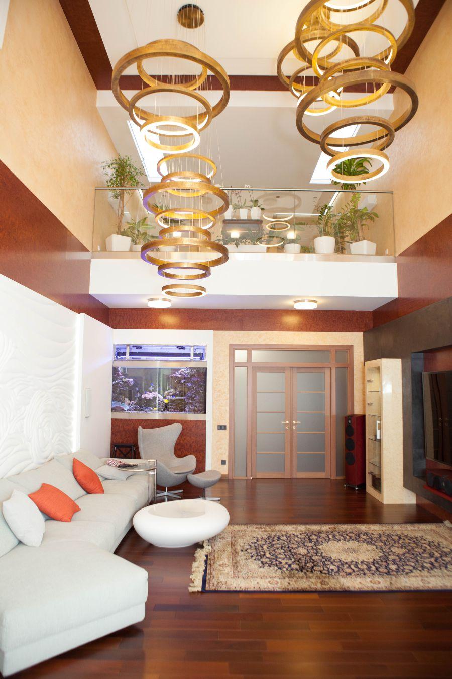 интерьер гостиной со вторым светом